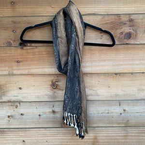 ⚡️ Tri tone fringed scarf